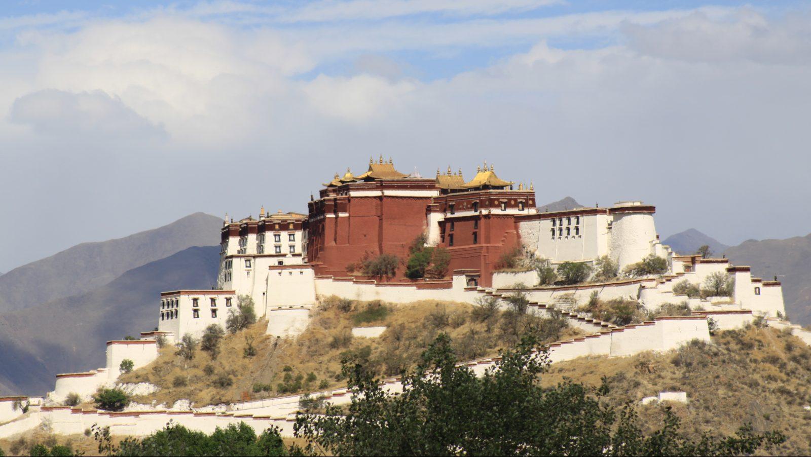 Potala-Palast aus der Ferne